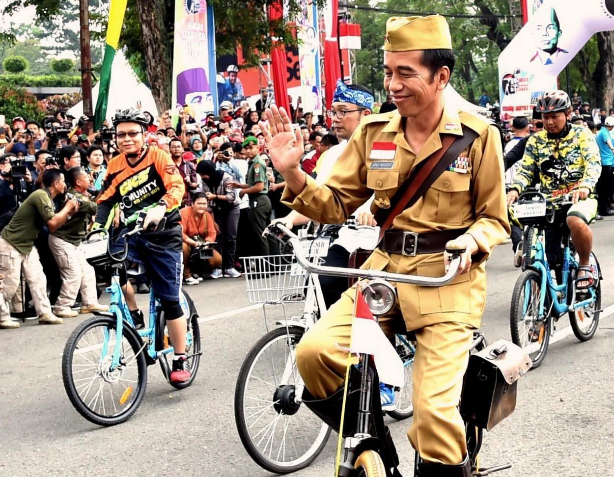 Saat Presiden Naik Ontel di Bandung Lautan Sepeda