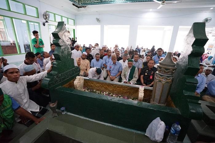 Kunjungi Palu, Sandiaga Uno Ziarah ke Makam Pendiri Ponpes A