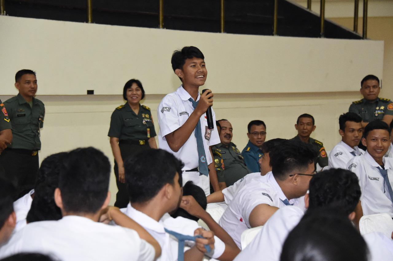 1.135 Siswa SMU Ikuti Kampanye Anti Narkoba di Mabes TNI