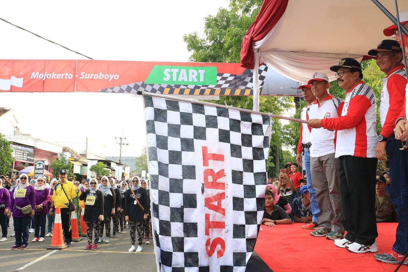 Gubernur Jatim Berangkatkan Gerak Jalan Perjuangan Mojokerto Suroboyo 2018