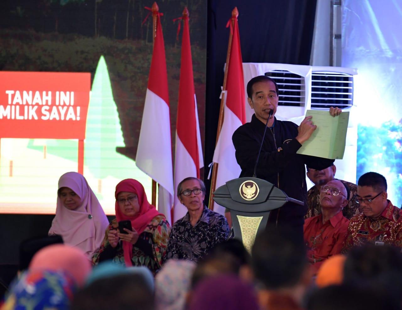 Presiden Jokowi Serahkan 5.000 Sertifikat di Jakarta Timur