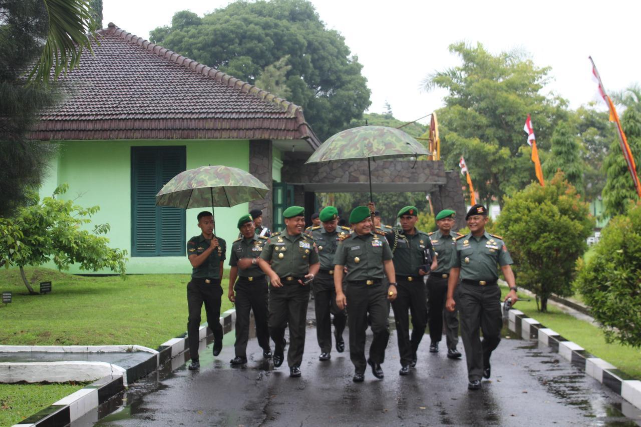 Gubernur AKMIL Kunker ke Pusdikav TNI