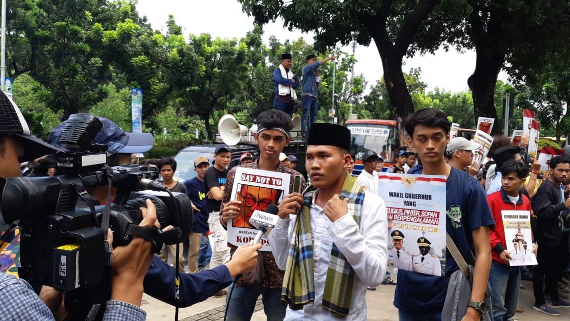 Tolak M. Taufik Jadi Wagub DKI, Ratusan Massa Kerumuni Balai Kota