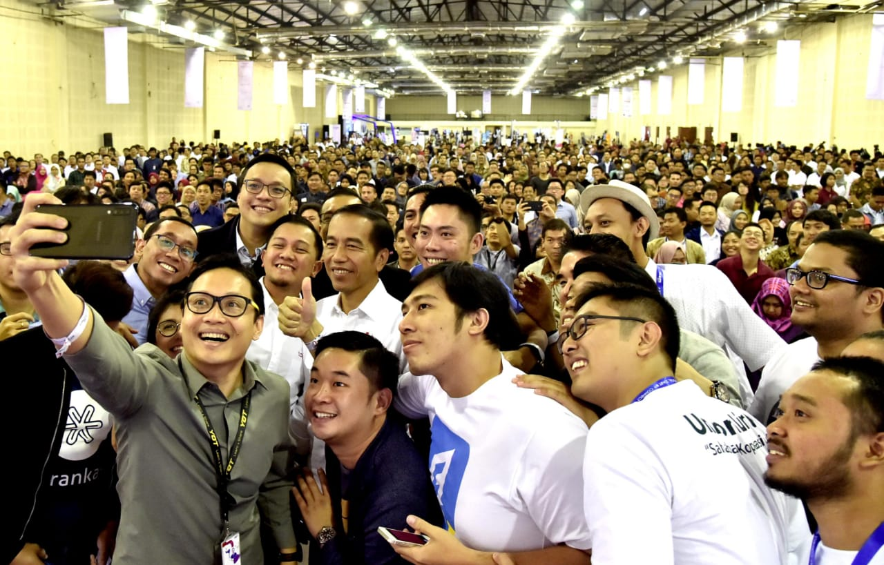 Presiden Jokowi Ajak Anak Muda Bangun Solusi bagi Lompatan Kemajuan Usaha Kecil Masyarakat