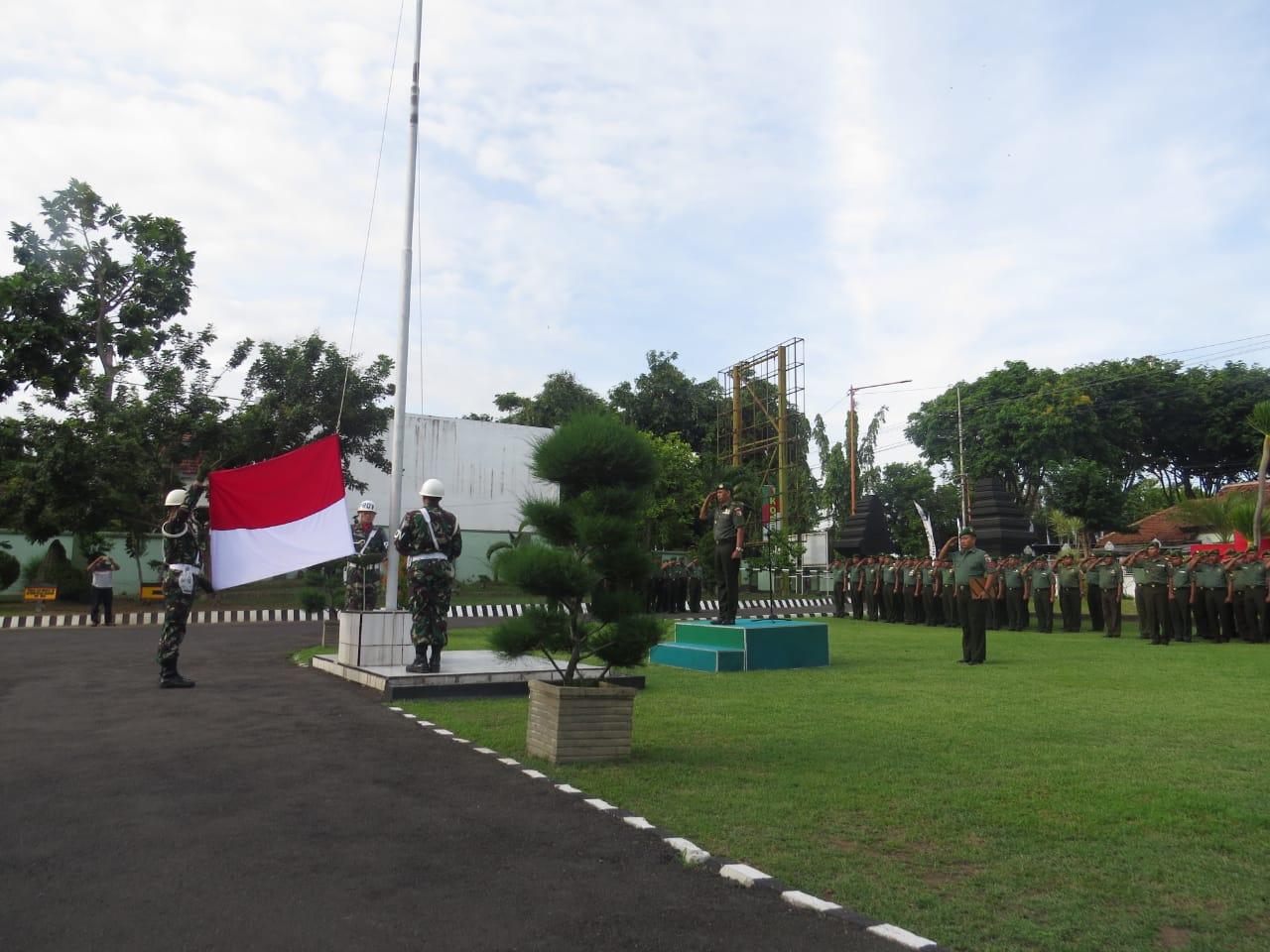 Peringati Hari ibu, Kodim 0825 Banyuwangi Gelar Upacara Bendera