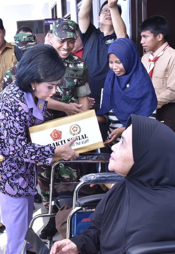 Ketua Umum Dharma Pertiwi Kunjungi Bakti Sosial TNI di Natuna