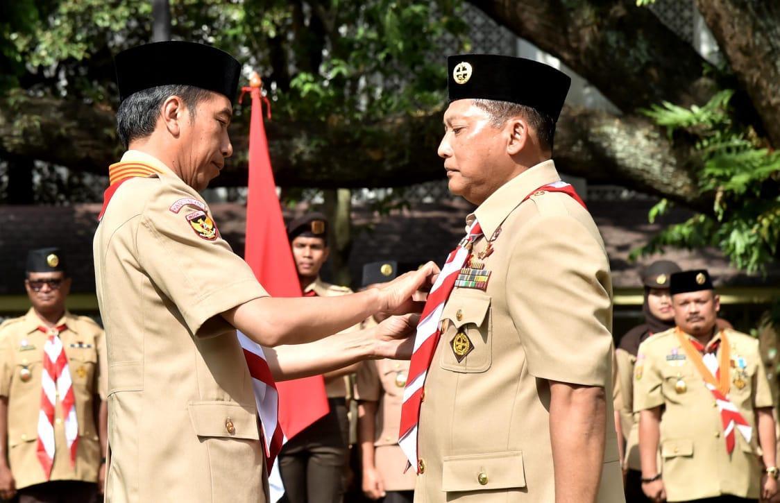Presiden Jokowi Lantik Budi Waseso Jadi Ketua Kwarnas Pramuka