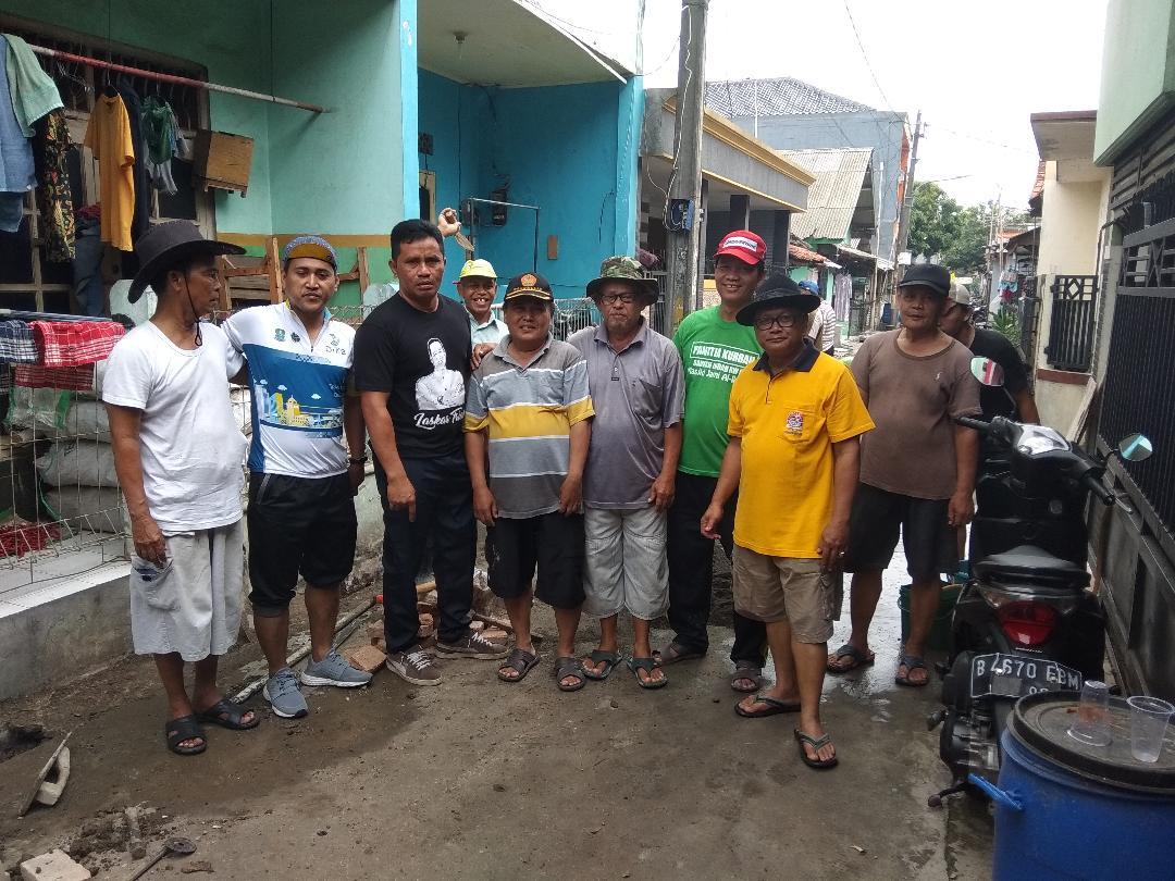 Antisipasi Banjir, Warga Rt.04 Margamulya Bekasi Gotong Royong
