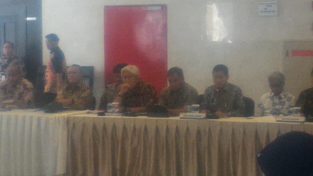 Capaian Kem ESDM, Berikan Lampu Tenaga Surya Gratis di Papua