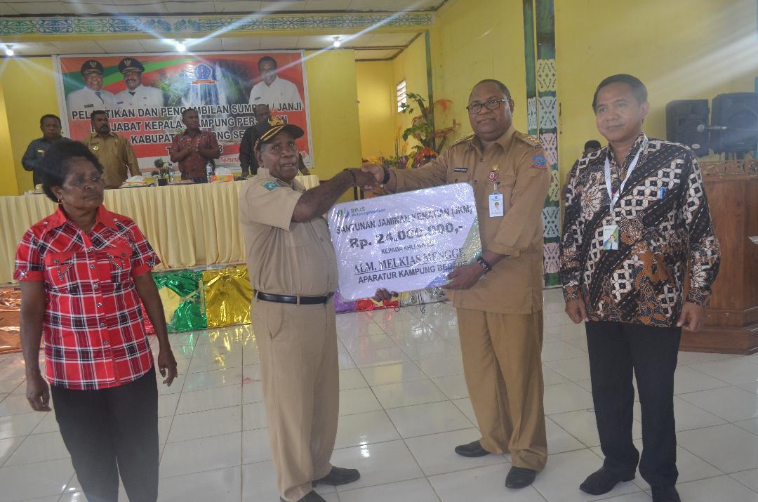 Empat Ahli Waris  Aparat Kampung Terima Santunan BPJS Ketenagakerjaan