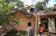 Evakuasi Pohon Tumbang, Datangkan Alat Berat