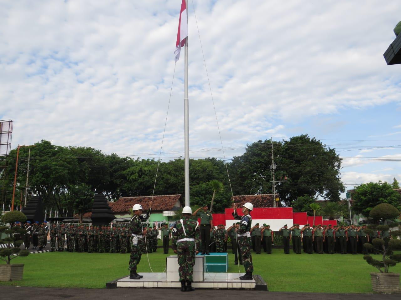 Upacara Bendera 17an Rutinitas Yang di Gelar Kodim 0825 Banyuwangi