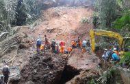 Tebing Tinggi 20 Meter Longsor, Diduga Telan Korban Jiwa