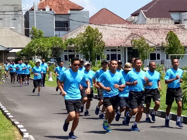 Jaga Kesamaptaan Jasmani,  Prajurit Lanal Denpasar Bina Fisik dengan Lari Siang