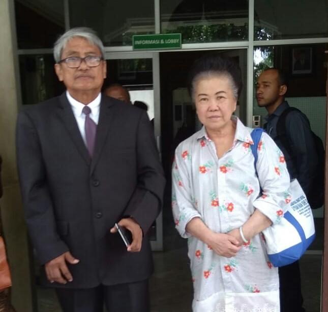 Nenek Asal Surabaya Polisikan Dirut Bank AMAR - Beritalima.com