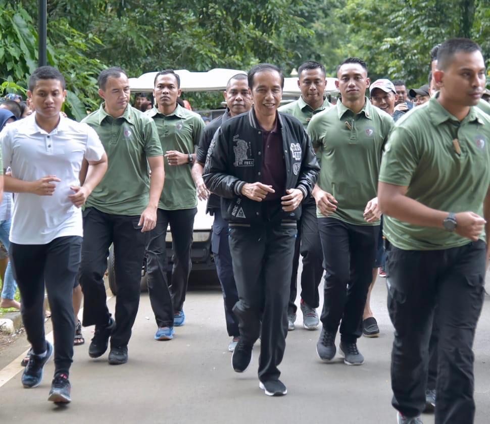 Awal Tahun 2019, Presiden Jokowi Jogging dan Sapa Warga di Kebun Raya Bogor