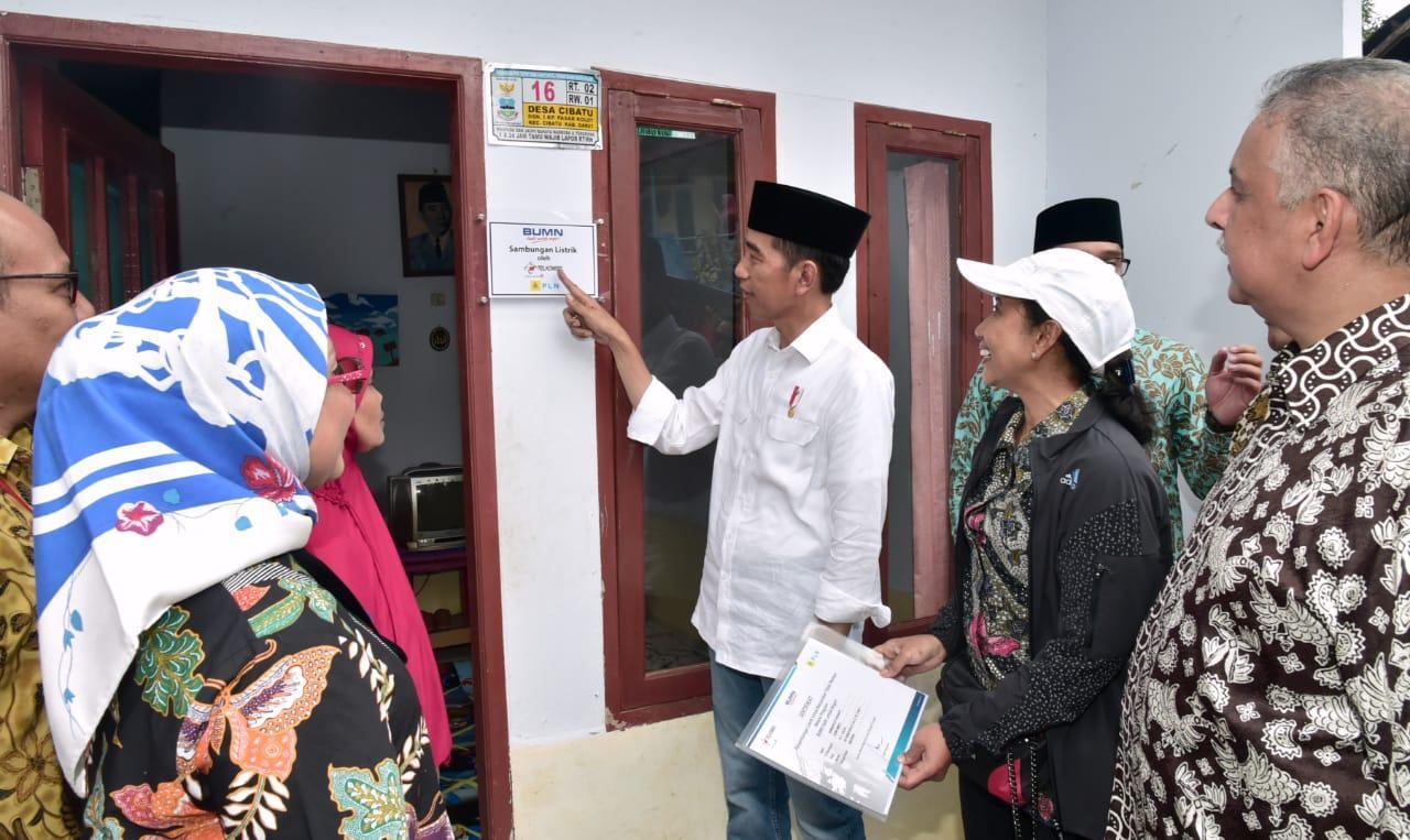 Presiden Jokowi Tinjau Program Sambungan Listrik Gratis di Jawa Barat
