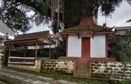 Mistis, Watu Layang di Desa Kapencar