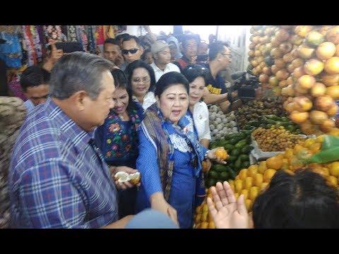 Santap Siang Bersama Masyarakat, SBY Borong Buah Di Pasar Berastagi