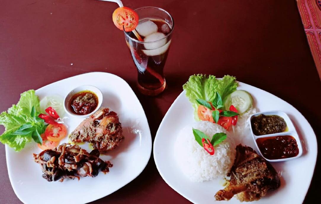 Ayam Dan Bebek Goreng Di Sampang, Nikmatnya Bikin Melayang