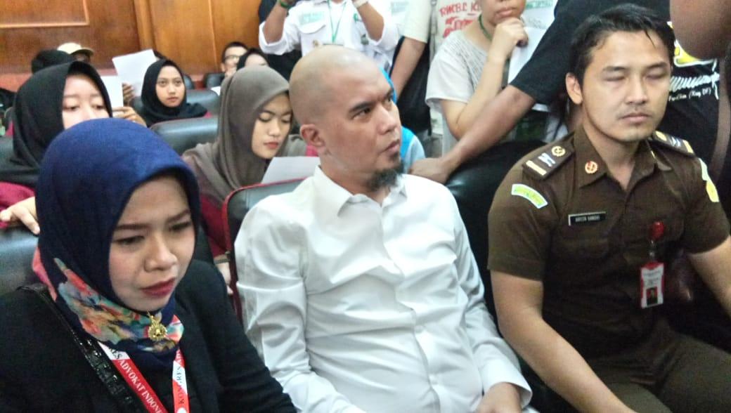Alamak, Ahmad Dhani Sempat Dipaksa Jaksa Pakai Rompi Tahanan