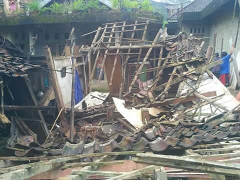 Di Watumalang Sebuah Rumah Ambruk, Akibat Curah Hujan Tinggi