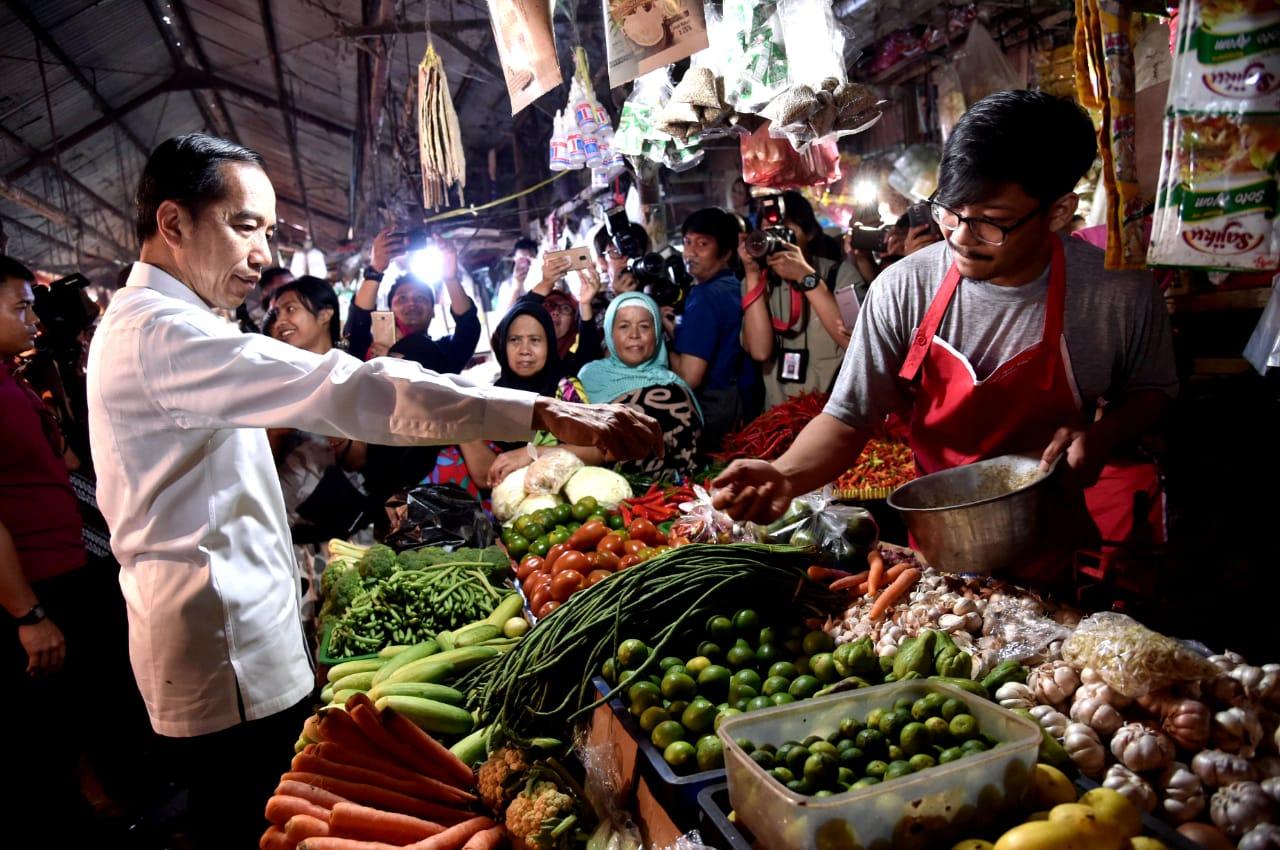Presiden Jokowi Blusukan ke Pasar Minggu