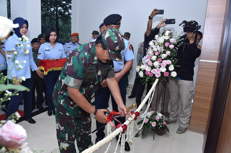 Berita Foto : Panglima TNI Resmikan Gedung Leo Wattimena