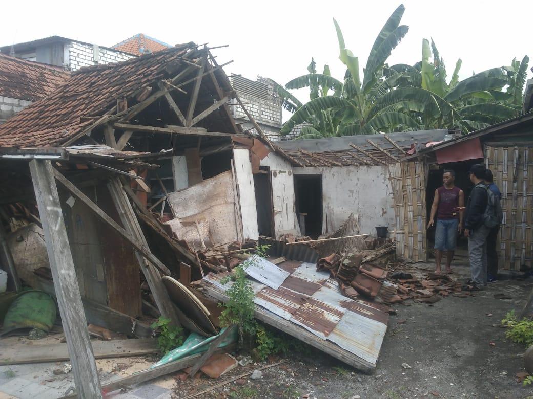 GRESIK Hujan Deras Robohkan Rumah Di Kecamatan Manyar
