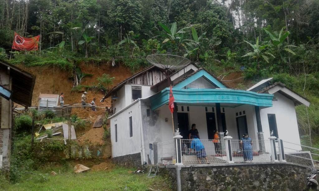 Curah Hujan Tinggi, Terjadi Longsor di Sawangan