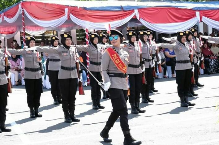 Satuan Polwan Polda Malut, Unjuk Kebolehan Atraksi Pertunjukan Kolone Senapan