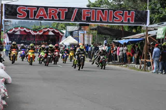 Road Race Bupati HALSEL dan DANREM 152 CUP Sukses