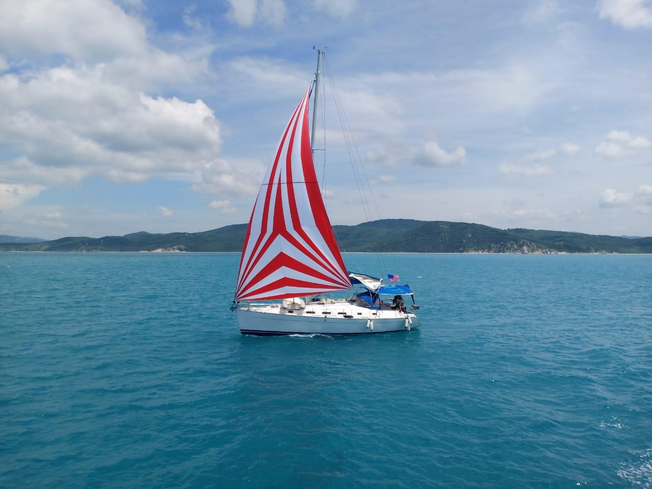 Bakamla Kupang Bersama Tim SAR Gabungan Selamatkan Kapal Yacht Mati Mesin
