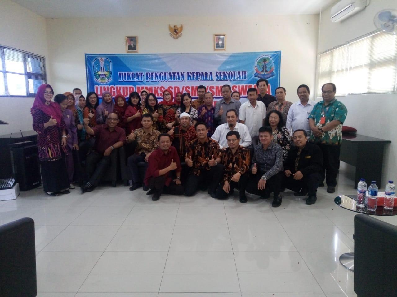 Kepala Sekolah Harus Bersertifikat, Labschool Unesa Kirimkan Dewi Purwanti Ikuti Diklat