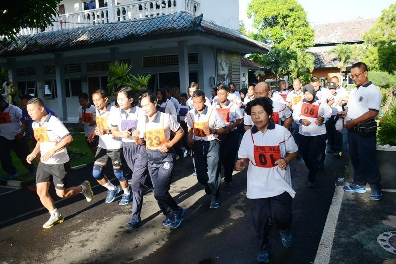 Pangkalan TNI AL Denpasar Tes Kesegaran Jasmani Personelnya