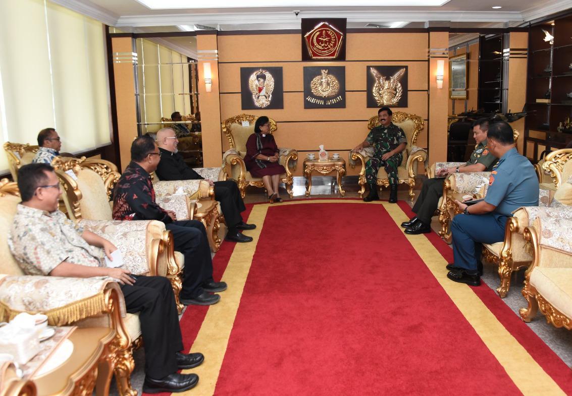 Berita Foto : Panglima TNI Terima Kunjungan Ketua Umum PGI