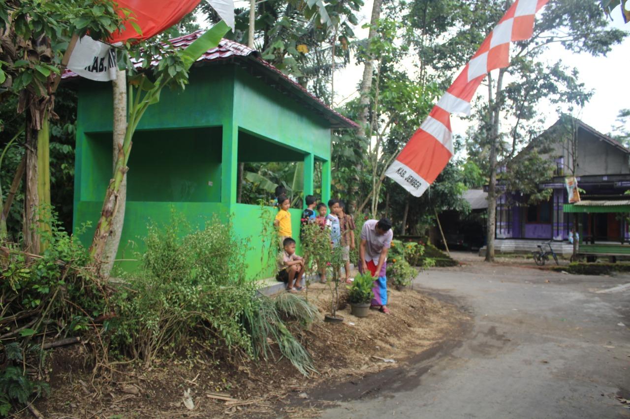 Pos Kamling Dusun Karang Kebun Bagunan Satgas TMMD Jember Mulai di Fungsikan