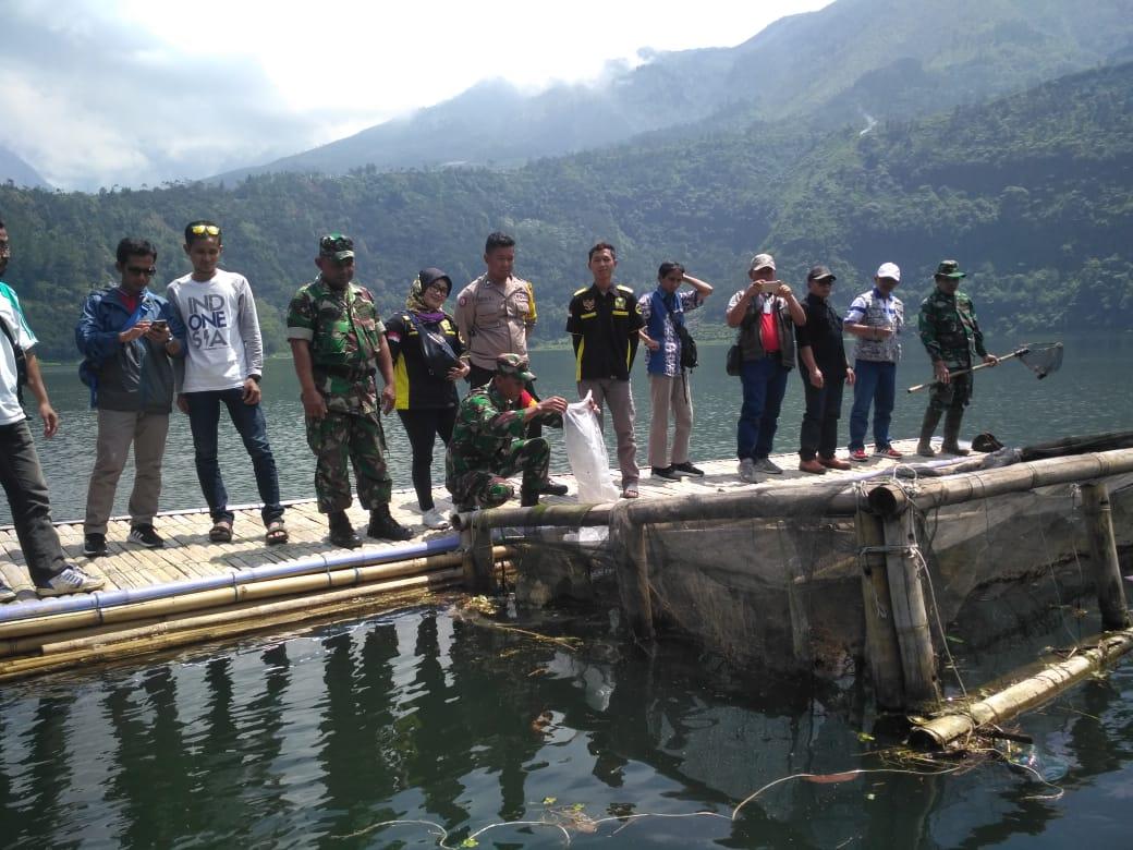 Pokdarwis Karang Taruna Karya Persada  Tanam 1.000 Batang Pohon dan Tebar 323.000 Benih Ikan