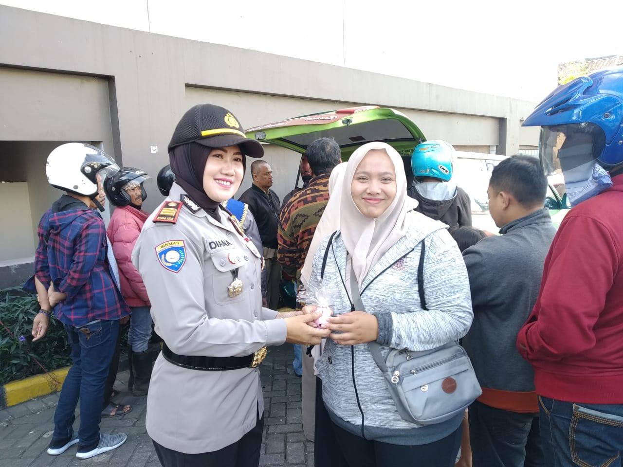 Peringati Hari Kartini, Polwan Polres Kota Batu Sosialisasi Gampol Polri