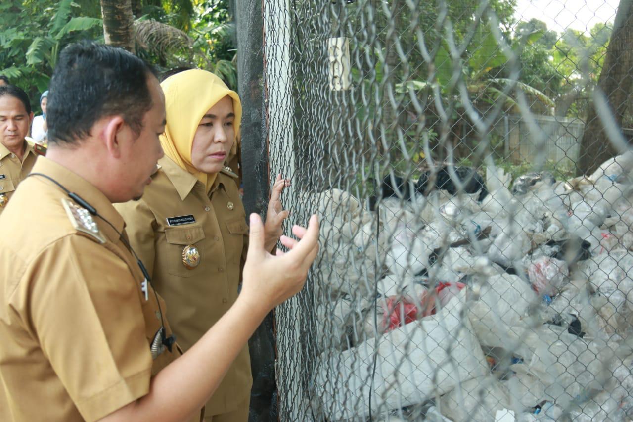 Wakil Walikota Fitrianti Agustinda meninjau Sentral Kerajianan dan Bank Sampah