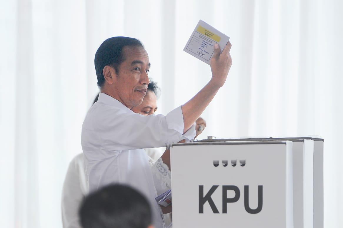 Duka Cita Presiden untuk Petugas KPPS: Mereka Pejuang Demokrasi