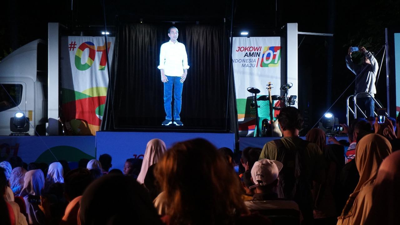 Jokowi Menyapa Jokowi: Pertama Kali Bertatap MukaE Dengan Hologramnya