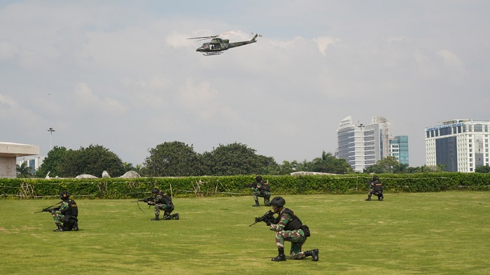 Panglima TNI Tinjau Latihan Fast Roping Yonif 305/Tengkorak di Monas