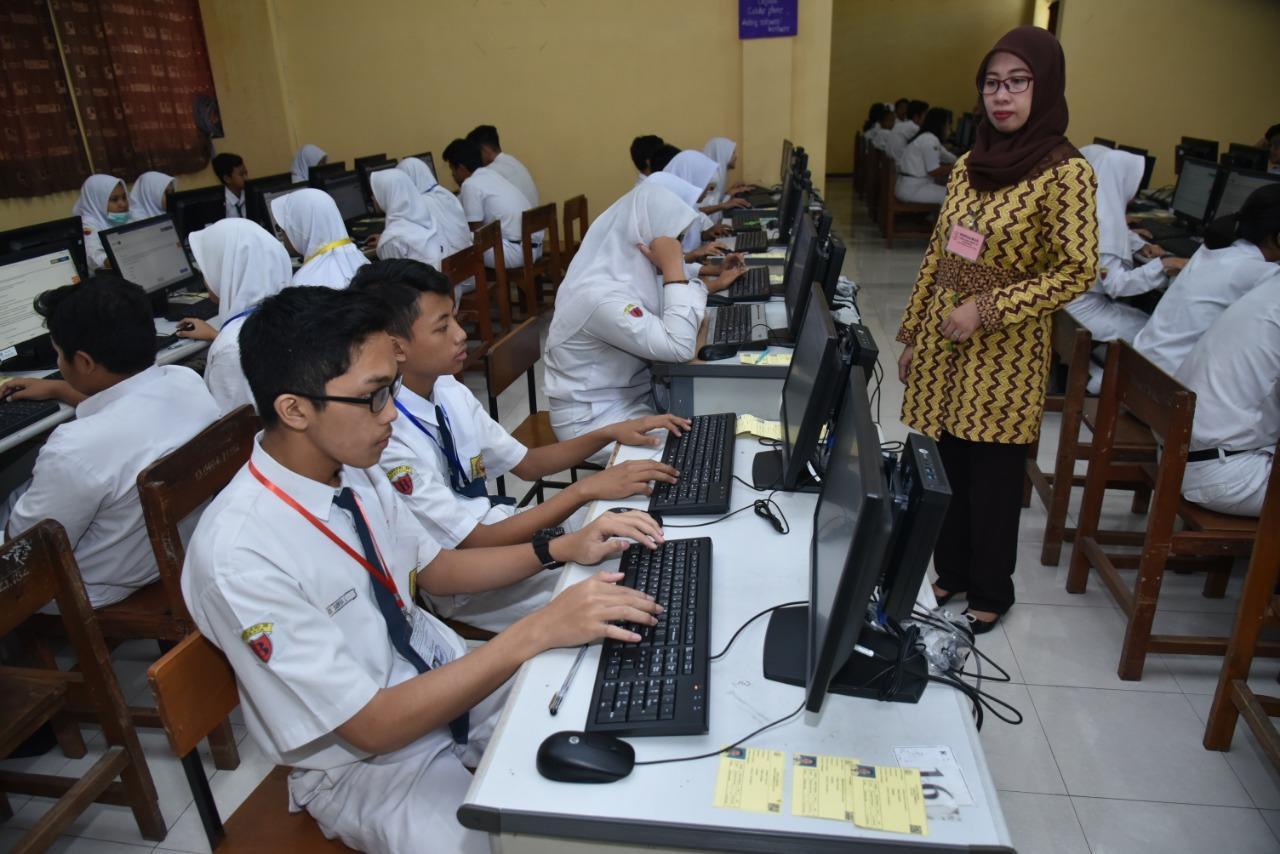 379 SMP/MTs di Surabaya Siap Menghadapi UNBK