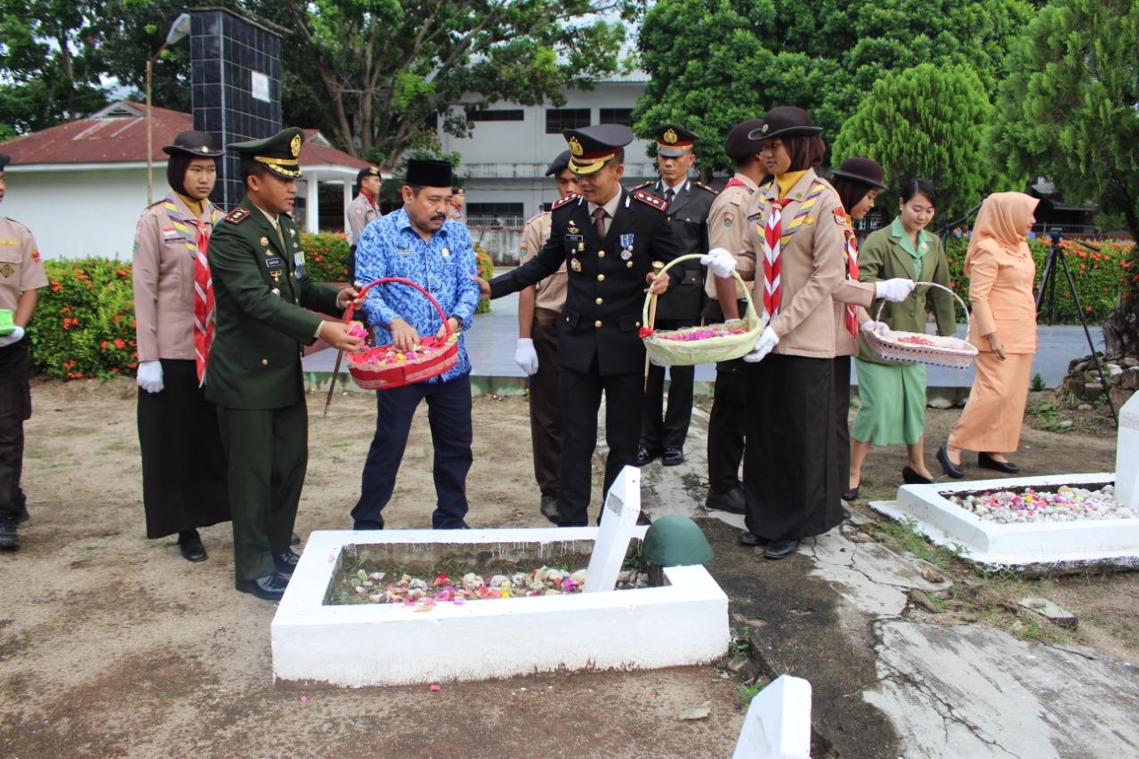 Dandim 0209/LB Letkol Inf Santoso Bersama Rombongan Ziarah Ke TMP