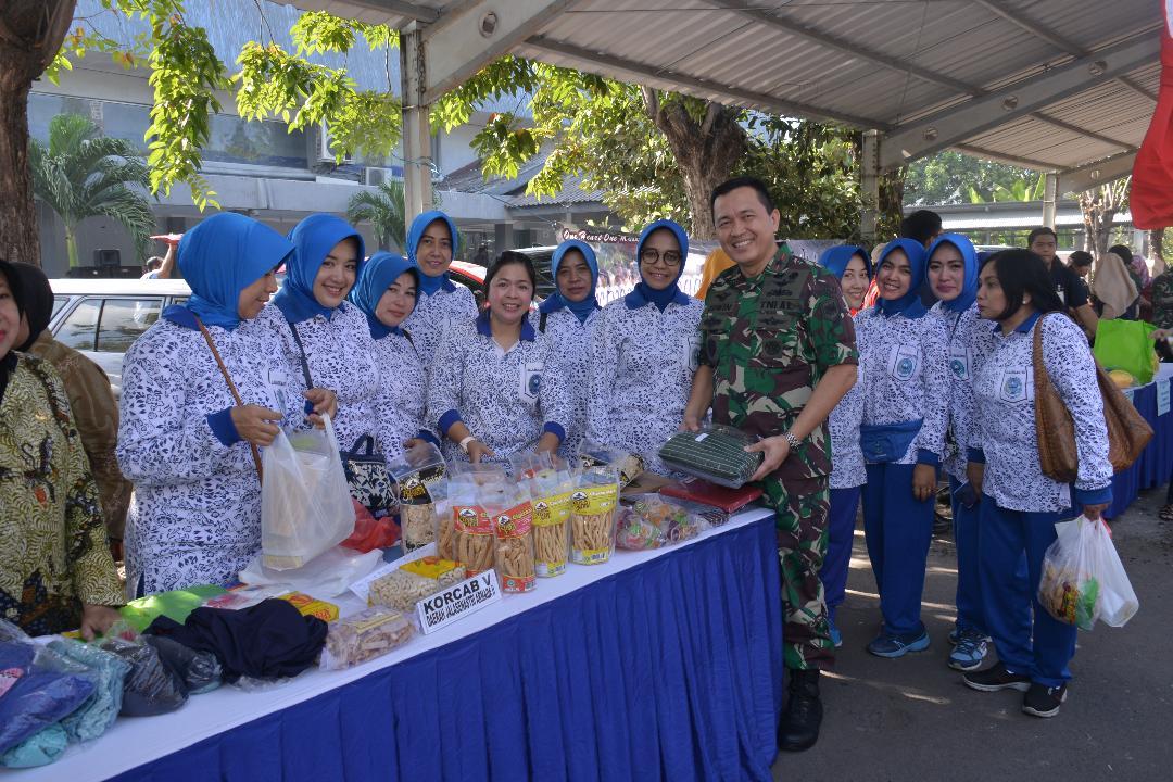 Danlantamal V Surabaya Buka Bazar Sembako Murah