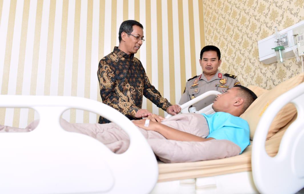 Diutus Presiden, Kasetpres Heru Budi Hartono Sambangi RS Polri