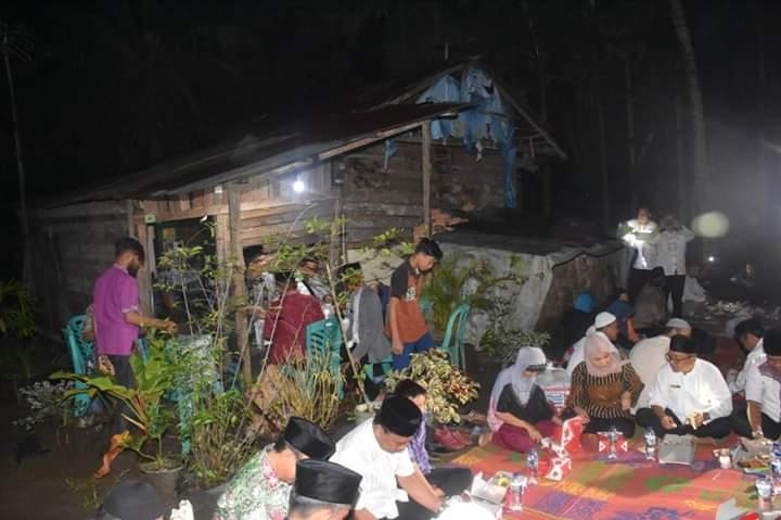 "Singgahi Gubuk Reot Janda 6 Anak, ""Mahen"" Gelar Tikar Sahur Bareng"