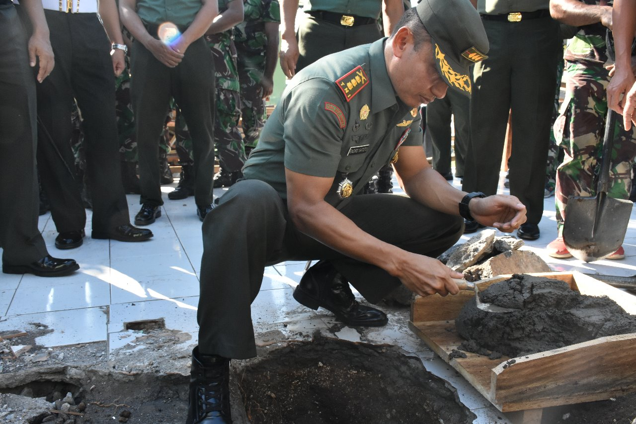 Danrem 152/Bbl Meletakan batu pertama pembangunan Mesjid Al Ihklas Makorem