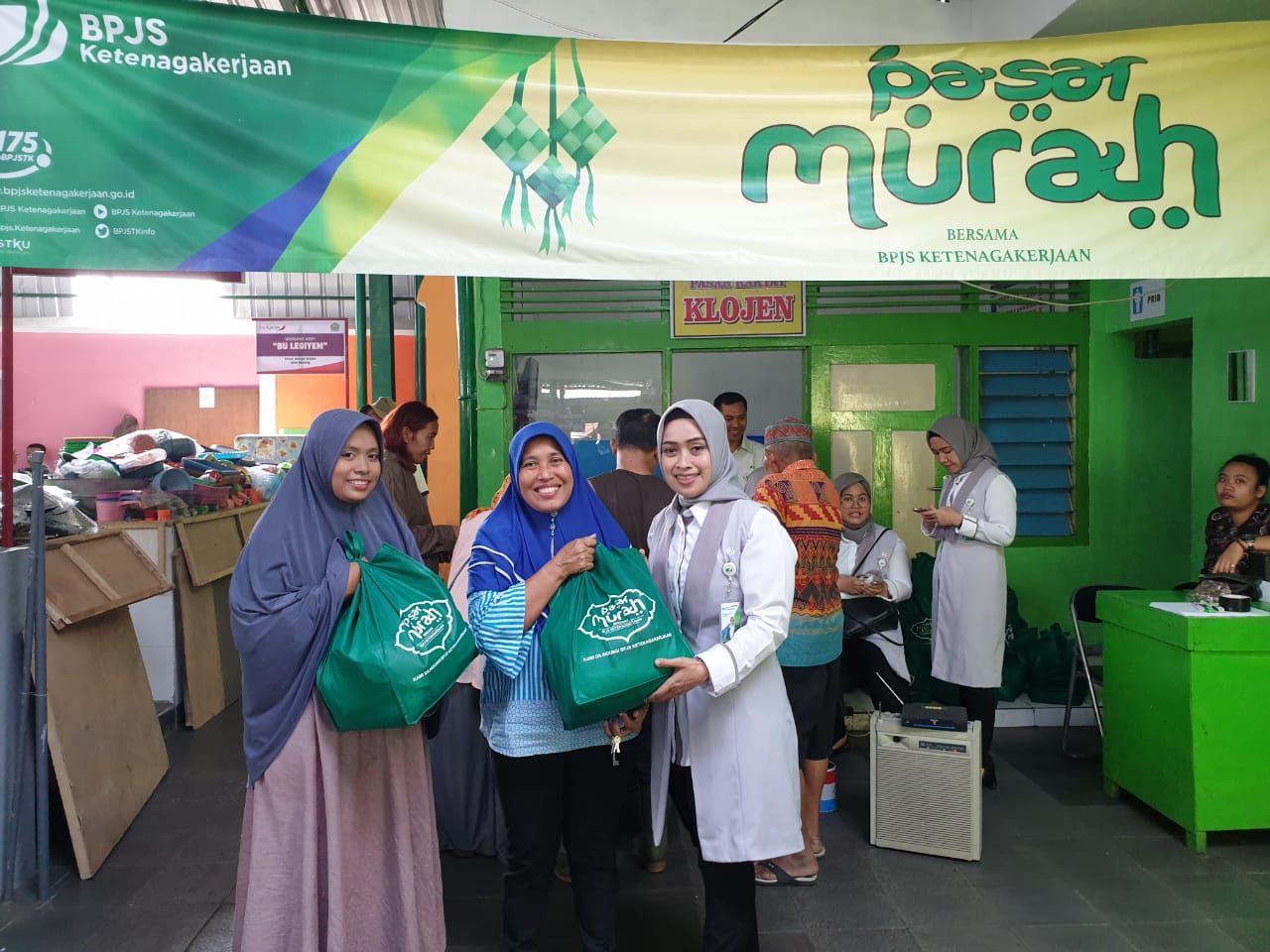 BPJS Ketenagakerjaan Jual Sembako Murah di Pasar Klojen Malang